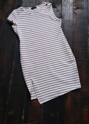 Стильное платье в полоску с ассиметрией