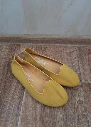 Жёлтые новые балетки от george