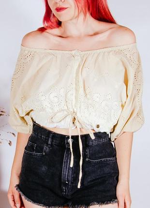 Летняя бежевая блуза