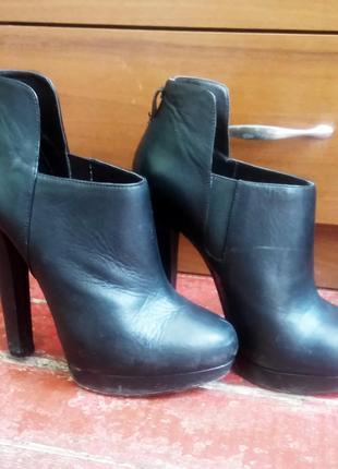 Ботинки на каблуку