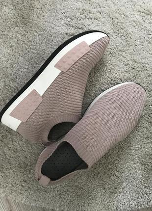 Кроссовки новые 40 размер