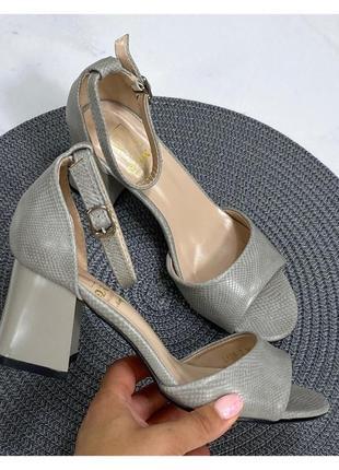 Стильные удобные босоножки на устойчивом каблуке, туфли, босоножки, хит сезона
