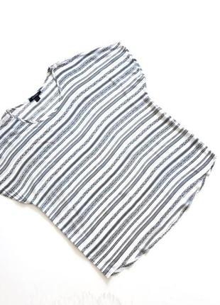 Стильная вискозная белая футболка в синюю полоску
