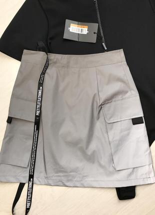 Крутая юбка с накладными карманами