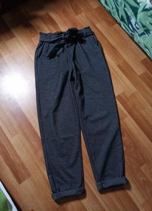 Ультрамодные брюки с защипами