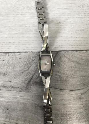 Стильные часы с перламутровым циферблатом! dkny