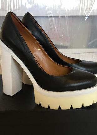 Кожаные туфли attizzare