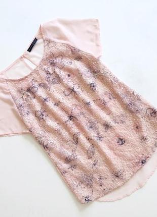 Нежно-розовая нарядная футболка в паетки