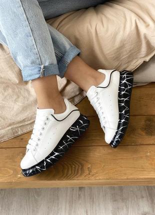 Alexander mcqueen marble sole oversized white black (кроссовки / кеды черно-белые)