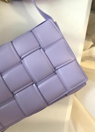 Трендовая сумка боттега дутая на длинном ремешке