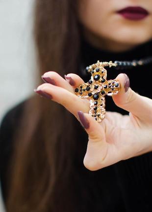 Ожерелье c бусинами и кулоном