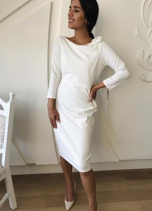 Красивое белое платье футляр от calvin klein.