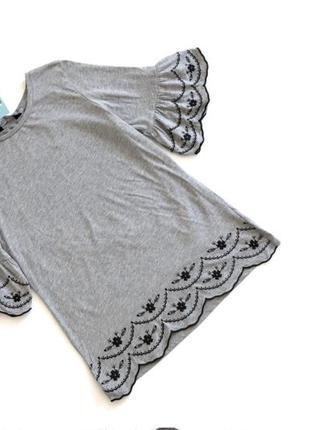Качественная хлопковая серая футболка с вышивкой