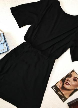 Отличное базовое чёрное платье с оборкой