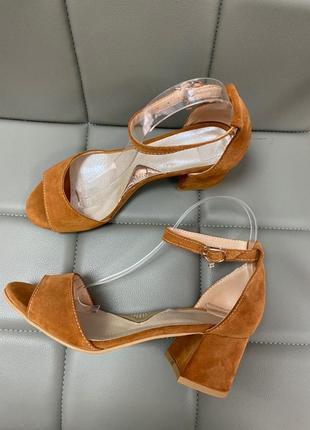 Босоножки на удобном каблуке замш кожа