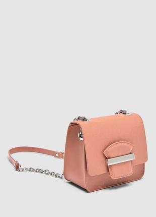 Шикарная пудровая сумка кроссбоди на цепочке