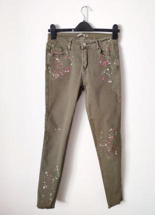 Легенькі літні джинси з цікавим принтом