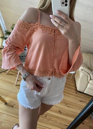 Блузка с ажурной вышивкой