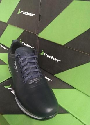 Спортивный туфель