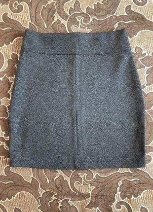 Короткая серая юбка
