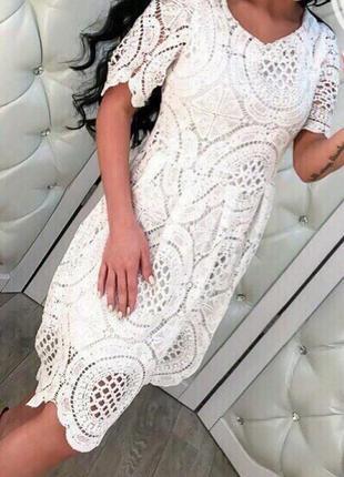 Біле мереживне плаття)