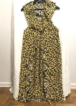 Ярко-желтое платье с открытой спиной и воланами