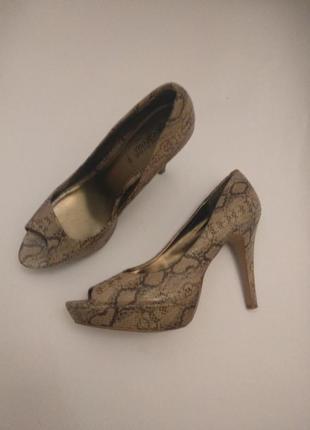 Туфли с открытым носком змеиный принт на широкую ножку 42 размера