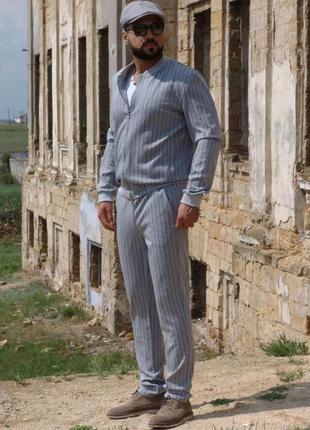 Мужской костюм на манжетах стильный удобный элегантный