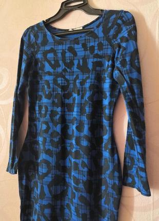 Синее облегающее платье с леопардовым принтом