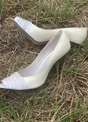 Классические туфли с открытым носком. натуральная кожа