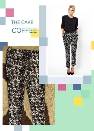 Черно - белые брюки с цветочным принтом