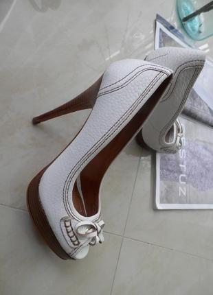 Стильні туфлі туфли, вишукані, елегантні zara