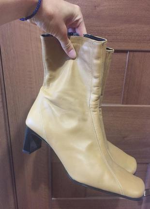 Стильные ботинки на небольшом каблуке нат. кожа 39/40