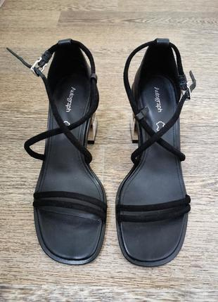Обалденные кожаные босоножки на мосивном каблуке и с тонкими ремешками