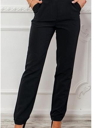 Легкие черные классические брюки на резинке