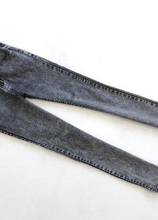 Серые качественные джинсы