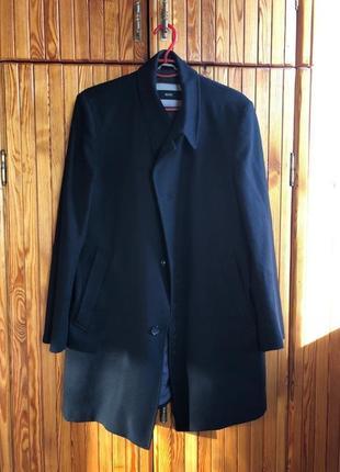 Пальто hugo boss весенне - осеннее