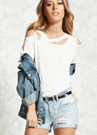 Forever 21. denim. джинсовые шорты бойфренд в модном дизайне. на наш р-р 42.