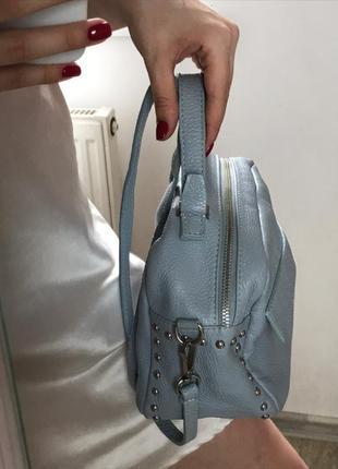 Итальянская кожаная сумочка голубого цвета