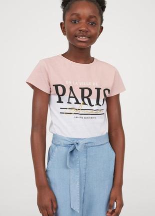 H&m. товар из англии. футболка с надписями в пудровом оттенке.