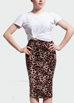 Трендовая юбка-карандаш для яркой девушки