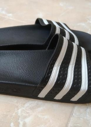 Шльопки adidas originals.