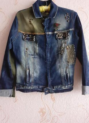 Трендовый джинсовый пиджак