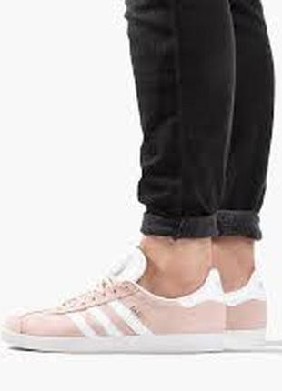Розовые кроссовки adidas originals gazelle bb5472