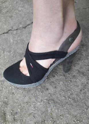 Шикарные босоножки.много обуви!!