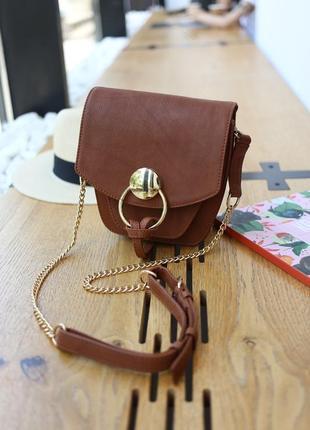 Шкіряна сумочка на довгій цепочці