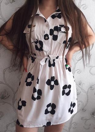 Очень легкое и красивое платье в чёрный цветочек