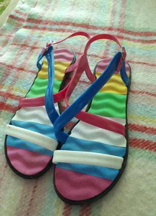 Гумові сандали босоніжки босоножки