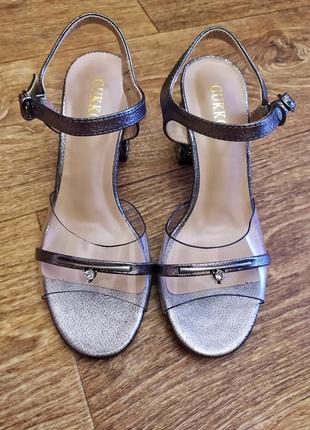 Новые роскошные полупрозрачные босоножки серебристого металлик цвета каблук в стразах