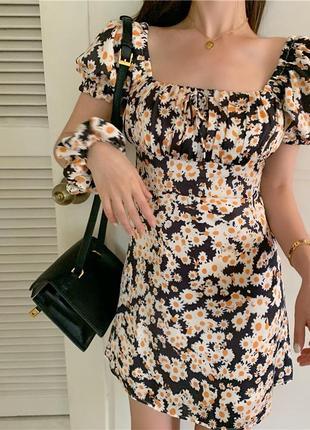 Платье с милыми ромашками